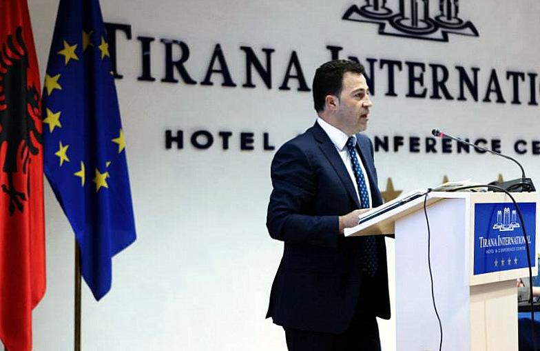 public albanie fillé