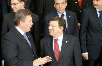European Commission President Manuel Barroso and Ukrainian President Viktor Yanukovych at Eastern Partnership Summit in Warsaw